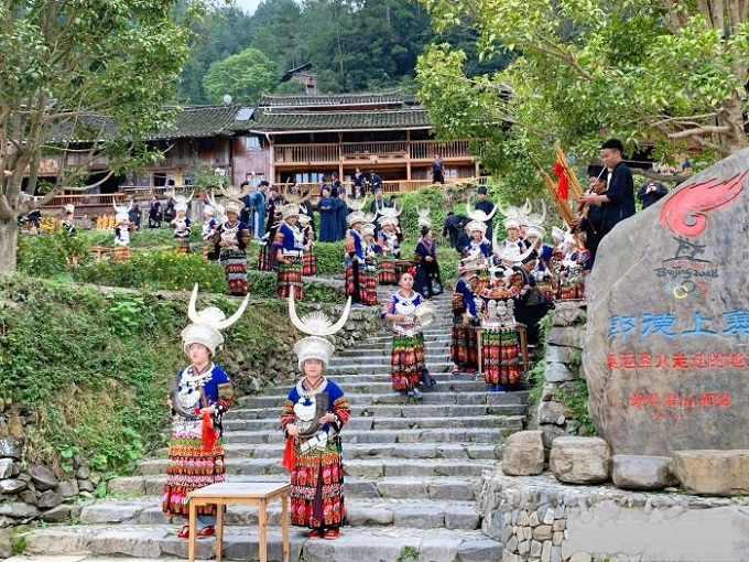 Villagers Are Welcoming Visiting Tourists in Langde Miao Village